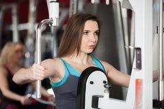 当做行使与在训练appa时的重量女孩呼气 库存图片