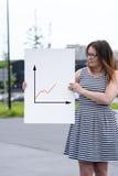 当前统计报告的妇女 免版税库存图片