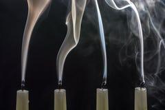 当圣诞节是结束的时,蜡烛被吹灭 免版税库存图片