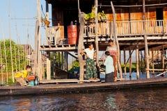 当地人在Inle湖,缅甸 图库摄影