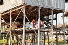 当地人在Inle湖,缅甸 免版税库存图片