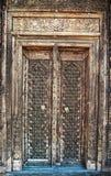 当地古色古香的木工艺门 库存照片