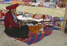 当地妇女编织 库存照片