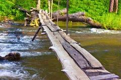 当地桥梁由竹子和木头制成 免版税库存照片