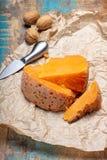 当地法语片断变老了乳酪Mimolette,生产在里尔 库存图片