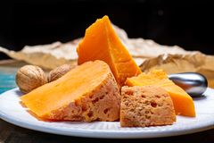 当地法语片断变老了乳酪Mimolette,生产在里尔 库存照片