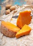 当地法语片断变老了乳酪Mimolette,生产在里尔 图库摄影