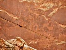 当地美洲印第安人佛瑞蒙刻在岩石上的文字资本礁石国家公园犹他 免版税库存图片