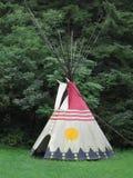 当地美洲印第安人圆锥形帐蓬住宅 免版税库存照片