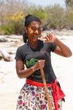 当地马达加斯加人的Sakalava种族女孩,与装饰的面孔的秀丽 免版税库存图片