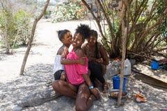 当地马达加斯加人的Sakalava种族女孩,与装饰的面孔的秀丽 库存照片