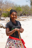 当地马达加斯加人的Sakalava种族女孩,与装饰的面孔的秀丽 免版税库存照片