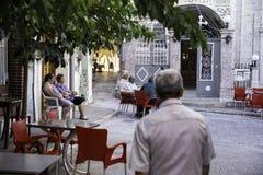 当地年长希腊人民在Pirgi街道村庄  库存图片