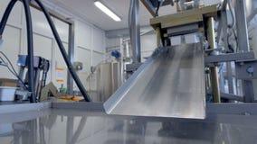 当塑料时牛奶店包裹离开工厂线 影视素材