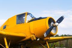 当庄稼喷粉器使用的Zlin Z-37 Cmelak捷克农业飞机 库存照片