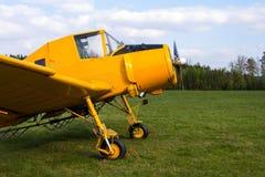 当庄稼喷粉器使用的Zlin Z-37 Cmelak捷克农业飞机 免版税库存照片