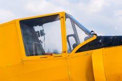 当庄稼喷粉器使用的Zlin Z-37 Cmelak捷克农业飞机 图库摄影