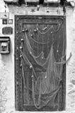 当房子斯佩尔隆加Monochr的装饰门使用的捕鱼网 库存照片