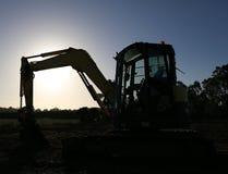 当晚休息的挖掘机 免版税图库摄影
