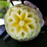 当木槿花被雕刻的西瓜 免版税图库摄影