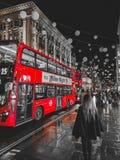 当然运输在伦敦,红色公共汽车 库存照片