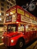 当然运输在伦敦,红色公共汽车 免版税库存图片