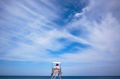 当班的救生员, Barceloneta海滩 免版税库存图片