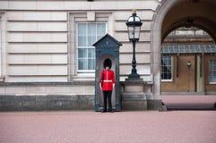 当班英国皇家的卫兵 免版税库存图片