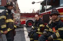 当班FDNY的消防队员,纽约,美国 免版税库存照片