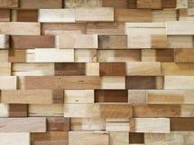 当背景的墙壁纹理被堆积的木块 库存照片