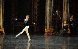 当齐格菲明白所有这次,震惊这王子成人仪式芭蕾天鹅湖 库存照片