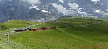 当齿轨铁路或齿条和齿轮railw也叫的齿轨铁路 图库摄影
