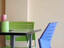 当代内部样式装饰和家具在面条购物 免版税库存照片