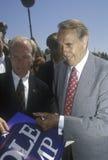 当他遇见人在集会在寺庙基督徒, 1996年竞选的共和党总统候选人,鲍勃・多尔参议员微笑 图库摄影