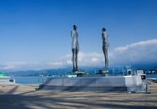 当代阿里和Nino,乔治亚金属移动的雕塑爱  免版税库存照片