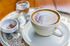 当Menengic咖啡名为的传统著名土耳其咖啡顶视图  图库摄影