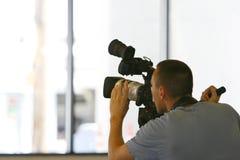 录制录影的照相机人 免版税库存照片