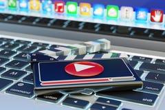 录影传媒播放装置和网上电影概念 免版税库存照片