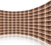 录影屏幕弯曲的墙壁有眼睛的 库存照片