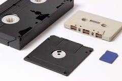 录影带、卡型盒式录音机、计算机磁盘和闪光驾驶 免版税图库摄影