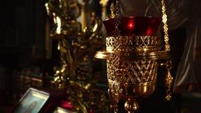 录影特写镜头在东正教里 镀金的香炉 股票录像