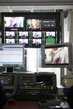录影蒙太奇书桌在电视演播室 库存照片