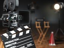 录影,电影,戏院概念 减速火箭的照相机,闪光, clapperboard 免版税库存图片