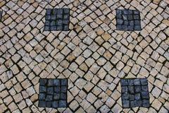 形成一个正方形的鹅卵石在里斯本 库存照片