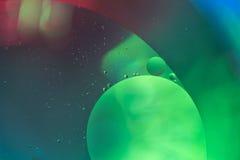 形成全月亮形状的水抽象泡影 免版税库存图片