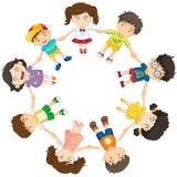 形成圈子的孩子 免版税库存图片