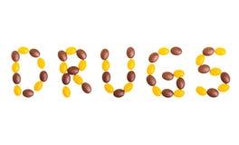 形成在白色Backgroun的五颜六色的医学药片药物说明 免版税库存照片