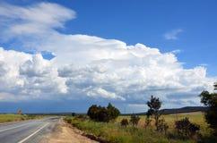 形成在路的风暴通过乡下 库存图片
