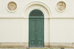 形成弧光与在城堡Pohansko, Lednice/Valtice地区,捷克共和国的门 免版税库存照片