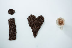 形成形状的咖啡豆我爱咖啡 免版税库存图片